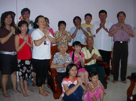 Inilah keluarga Cina yang baik hati..:)